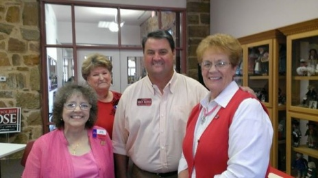 Justice Jeff Rosw with Susie Sitton, Debbie Alexander and Jolene Hawskins.